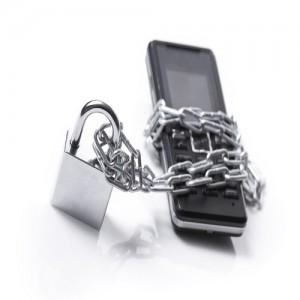 Avocații vor avea voie să intre în sediul parchetelor cu telefoanele la ei. Limitarea se va putea face doar cu acordul conducătorului parchetului și doar în anumite cazuri 4